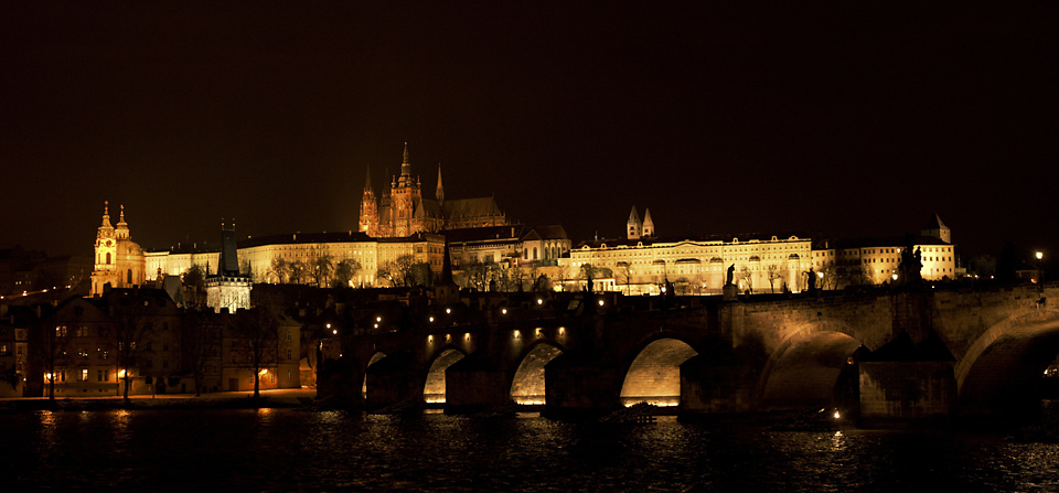 prazsky-hrad-v-noci